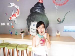 10 Pose Makan Yeslin Wang, Si Langsing yang Hobi Kulineran