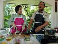 Megawati tampak bersama Prabowo dalam acara lomba masakan tradisional Bali di Lapangan Busungliu, Buleleng, Bali, Kamis (3/4) lalu.