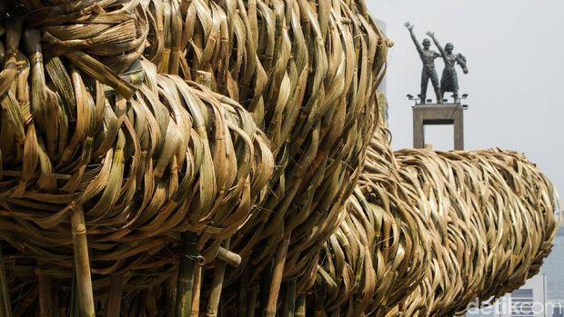 Seni Bambu Getah Getih di Bundaran HI /