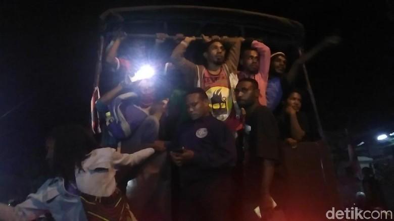 Penghuni Asrama Mahasiswa Papua di Surabaya Diangkut Polisi
