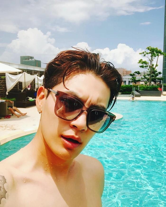 Dipercaya, Choi Dong Wook senang sekali olahraga renang. Selain renang, ia juga menyukai basket. (Foto: Instagram/se7enofficial)