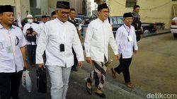 Sarung Batik dan Peci Hitam Gaya Fashion Menag ke Masjidil Haram