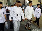 Gaya Menag Pantau Pelayanan Haji, Bercelana Lurik dan Naik Bus
