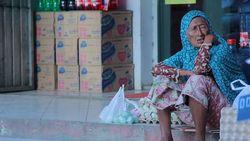 Pantang Jadi Pengemis, Nenek Hamilah Pilih Jualan Telur Asin