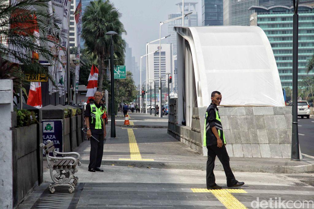 PT MRT Jakarta merapikan jalur pedestrian Sudirman-Thamrin dari pembangunan proyek MRT. Hal itu dilakukan untuk mendukung pelaksanaan Asian Games 2018.