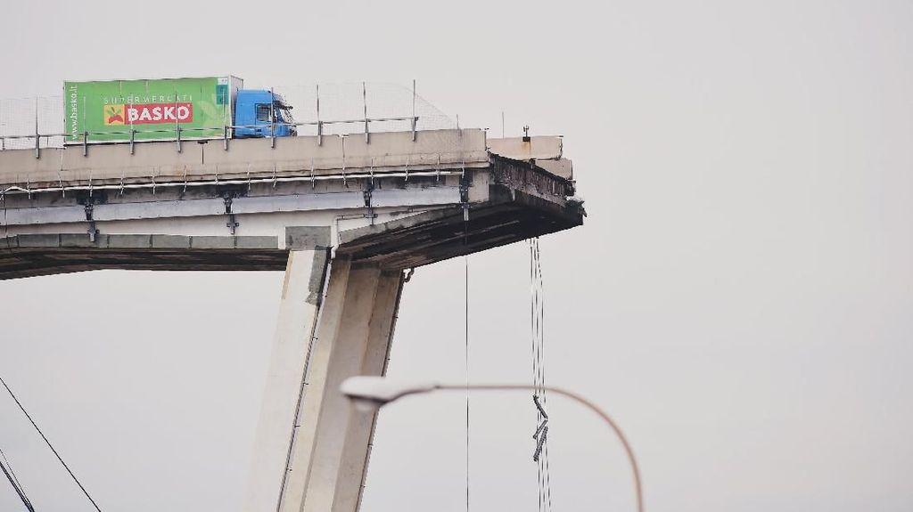 Kisah Sopir Truk Selamat dari Ambruknya Jembatan Layang Italia