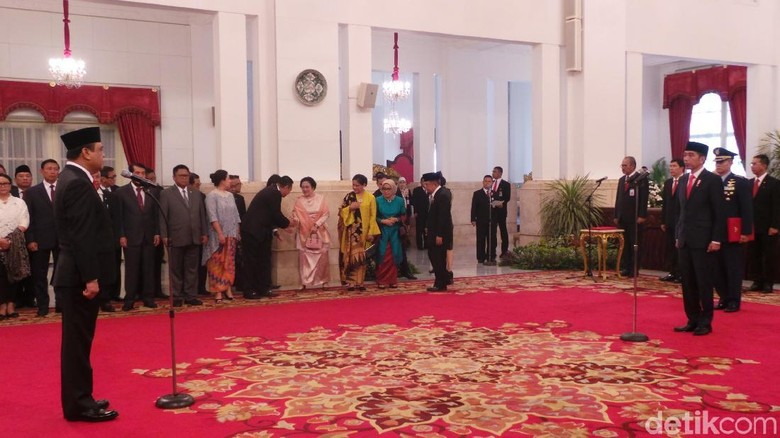 Jokowi Lantik Komjen Syafruddin Jadi MenPAN-RB