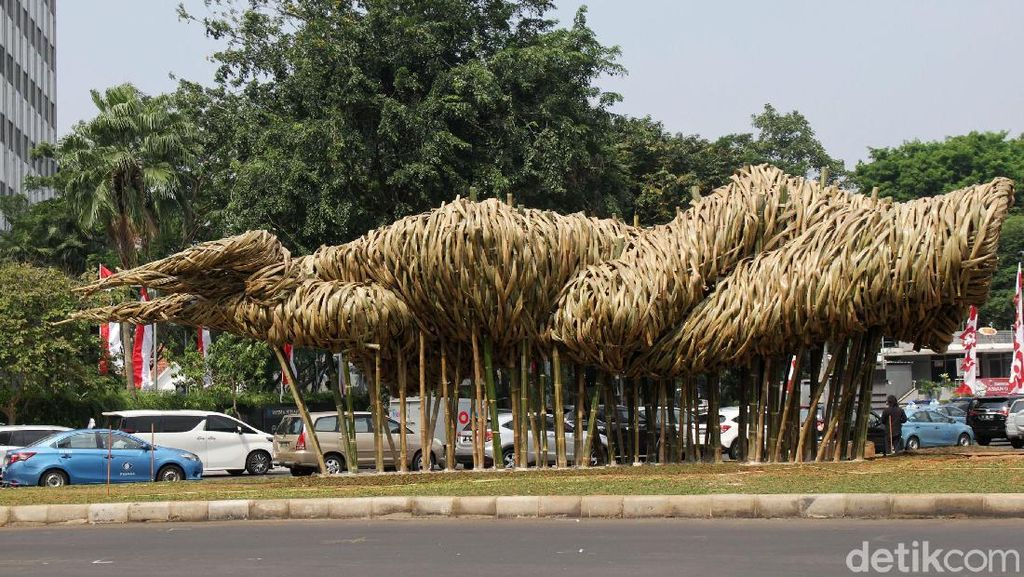 Seni Bambu Proyek Anies Tenggelam oleh Monumen Selamat Datang