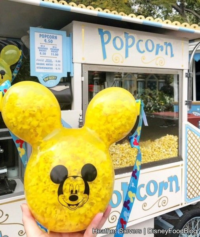 April lalu, Disney Land California mengeluarkan popcorn bucket bentuk Mickey Mouse. Dibuat dengan bahan plastik berwarna merah dan kuning namun dibuat sedikit transparan. Sehingga popcorn yang ada di dalamnya terlihat dari luar. Foto: Istimewa