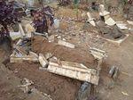 Misteri Pengrusakan Puluhan Makam di Malang
