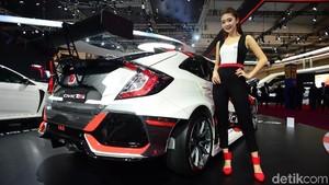 Saat Honda Civic Dikawal Wanita-wanita Cantik Indonesia