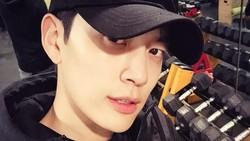 Kalau kamu melihat kirab obor Asian Games 2018 di tanggal 15 Agustus, kamu akan menemukan sosok pria Korea yang bugar abis berlari bawa obor. OMG, itu Se7en!