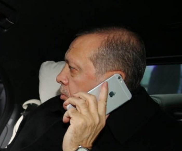 Erdogan memakai iPhone. Foto: istimewa