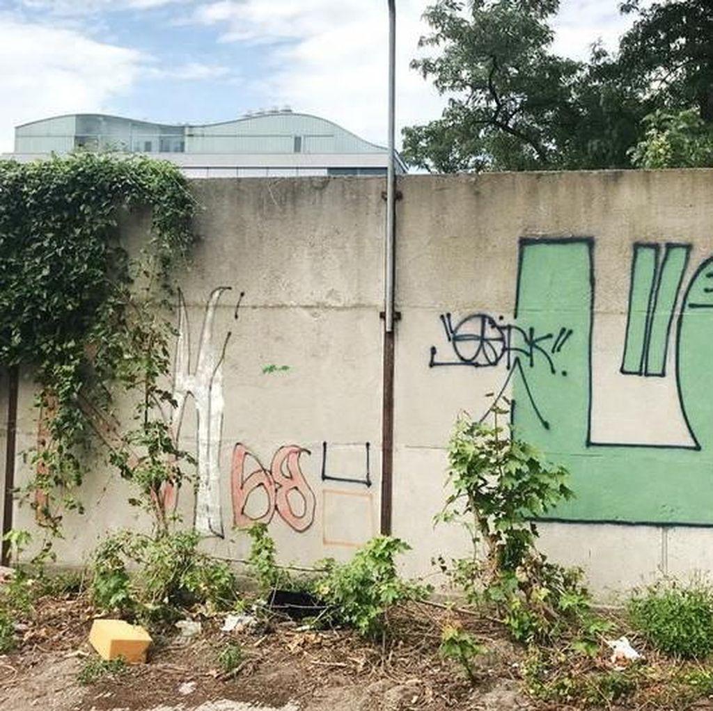 Warga Temukan Bagian Tembok Berlin yang Masih Berdiri Tegak