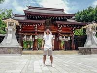 Mengunjungi kuil di Kobe (poldi_official/Instagram)