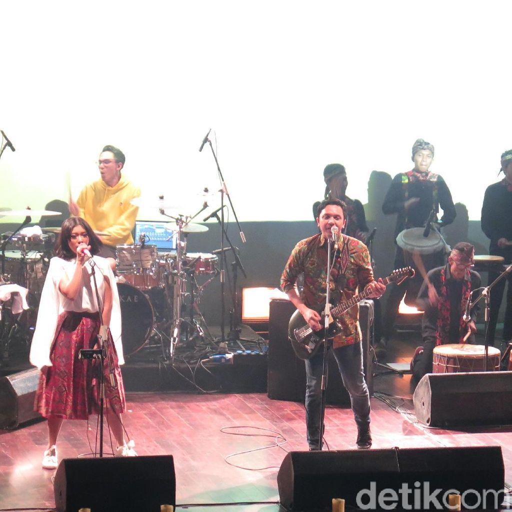 Adra Karim Turut Isi Album Kedua Barasuara