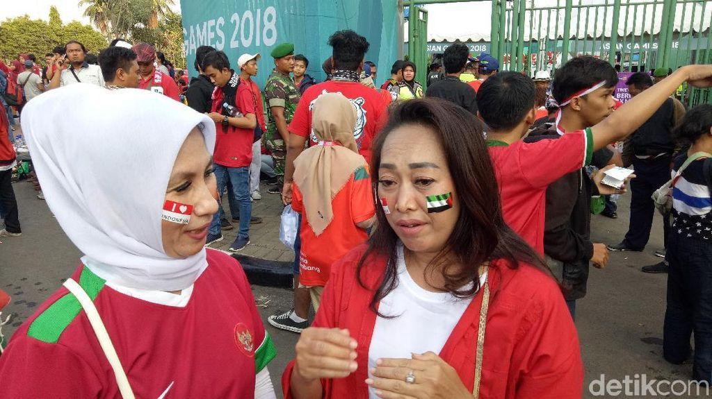 Suporter Lokal Sepakbola Asian Games Terbelah Bela Indonesia dan Palestina