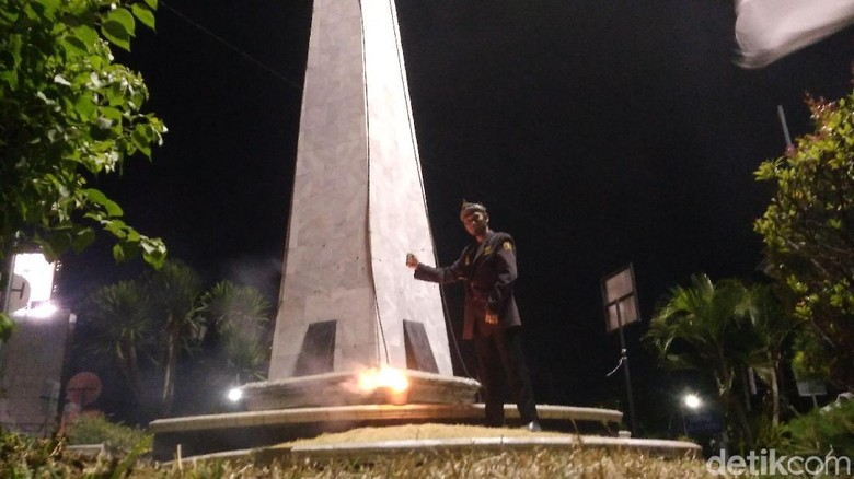 Kenang Jasa Pejuang, Warga Cirebon Upacara di Tugu Proklamasi