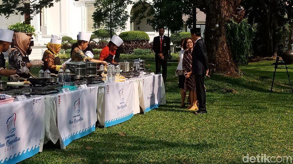 Didampingi Iriana, Jokowi Pantau Lomba Masak Ikan di Halaman Istana