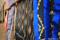 Kerajinan lokal berupa kain tenun (Randy/detikTravel)