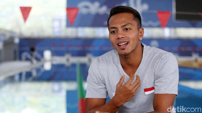 Siman Sudartawa, pembawa bendera Merah Putih kontingen Indonesia dalam pembukaan Asian Games 2018 (Foto: Agung Pambudhy/detikSport)