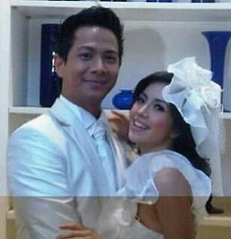 Delon Thamrin dan Yeslin Wang menikah pada 20 Mei 2011. Keduanya kerap membagikan momen kebersamaannya melalui media sosial. Foto: Dok. Instagram/icha_resmiatin
