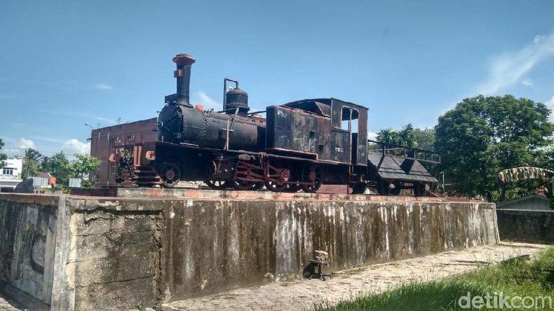 Lewat Romusha, jaringan kereta api dibangun Jepang dari tahun 1942 hingga 1943 sepanjang 220 Km. Jalur ini membentang dari Kota Pekanbaru menuju ke Kampar hingga ke Sijunjung di Sumatera Barat (Chaidir/detikTravel)