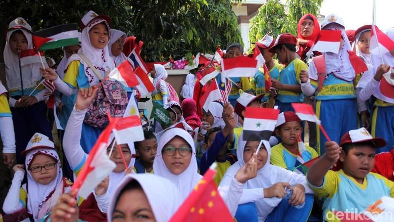Foto: Anak Sekolah Ibu Kota Ramaikan Pawai Obor Asian Games