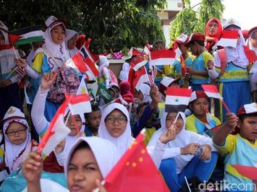 Anak sekolah Ibu Kota turut meramaikan pawai obor Asian Games (Foto: Lamhot Aritonang/detikcom)