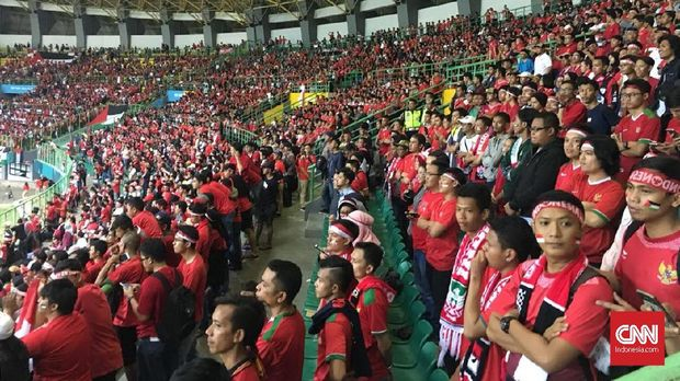 Stadion Patriot Candrabhaga dipenuhi oleh suporter Timnas Indonesia U-23.