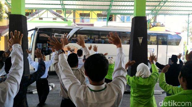 Pemberangkatan jemaah calon haji Kloter 95 Embarkasi Solo.