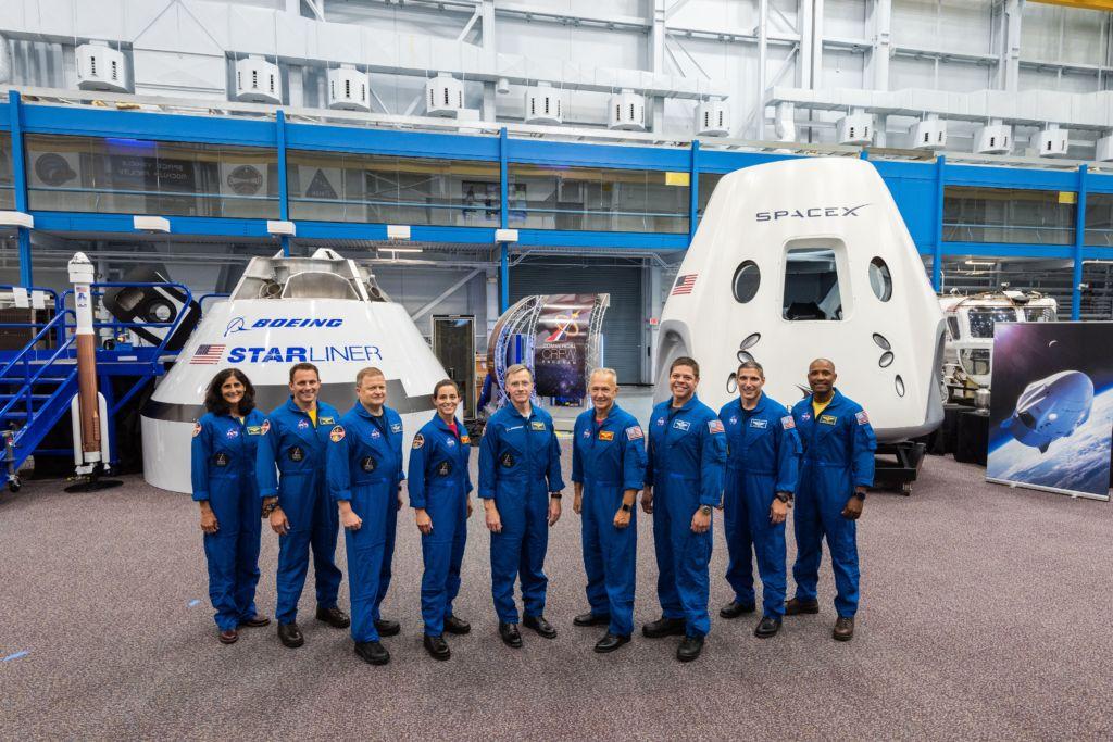 Untuk memungkinkan hal tersebut, mereka akan menggunakan kapsul luar angkasa dari Boeing dan SpaceX. Foto: NASA
