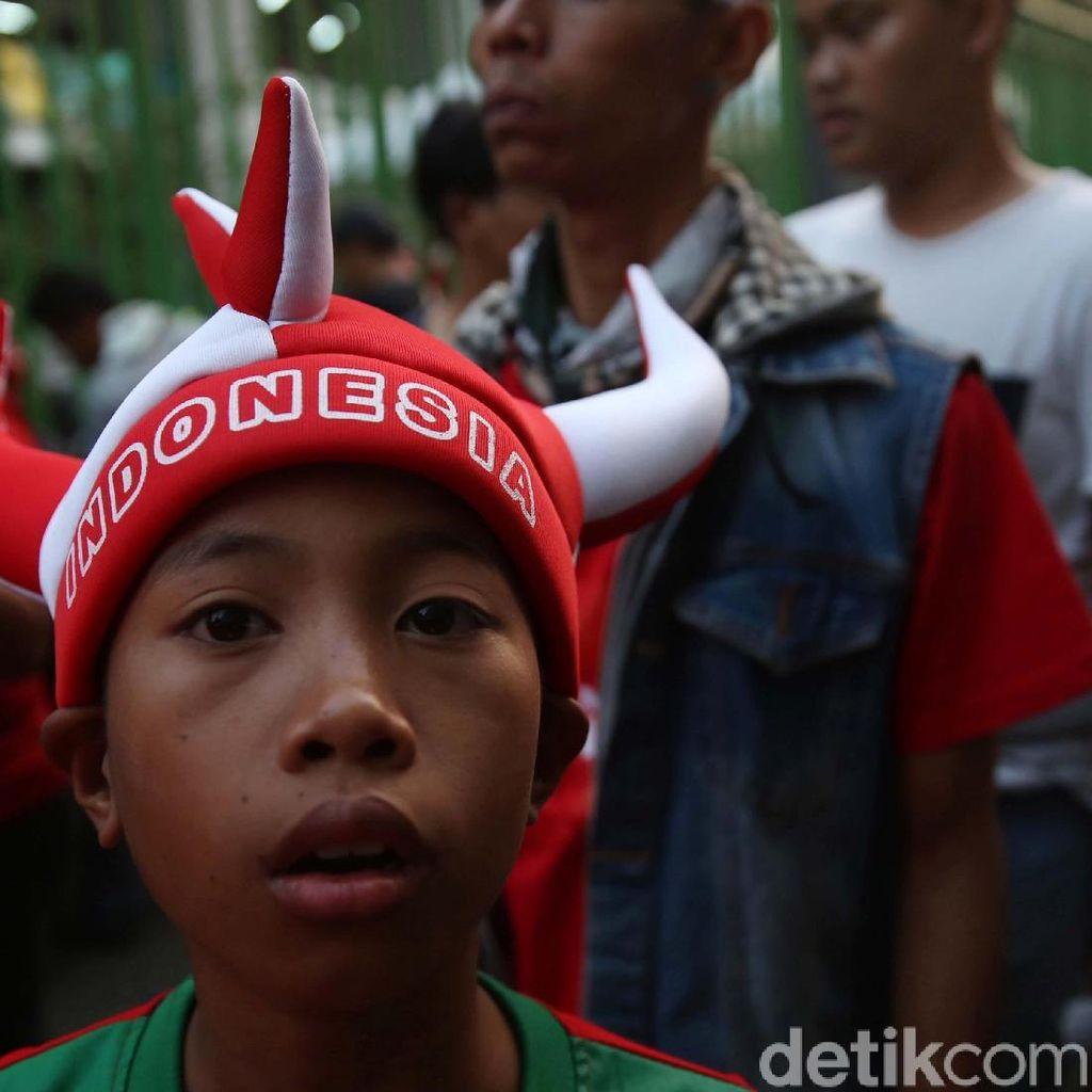 Suporter Indonesia Mulai Padati Stadion Patriot Candrabhaga