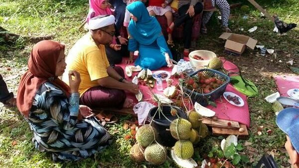 Begini Gaya Kulineran Ali Ngabalin hingga Megawati Saat Cicip Makanan Enak