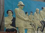 Momen Akrab 7 Presiden RI di Relief Karya Seniman-Warga Garut