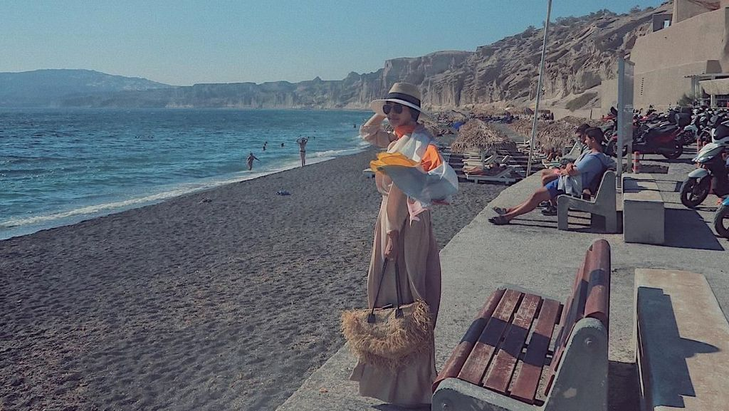 Tips dari Laudya C. Bella untuk Hijabers yang Ingin Liburan ke Pantai