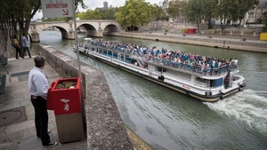 Ada Kotak Tempat Kencing Umum di Tengah Kota Paris, Warga Marah