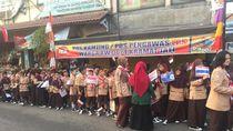 Siswa SD Siap Sambut Kirab Obor Asian Games di Kramat Jati