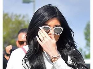 Tas Pertama Anak Kylie Jenner Seharga Rumah, Bentuknya Super Mini