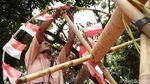 Agustusan Vibes! Begini Proses Pembuatan Batang Panjat Pinang