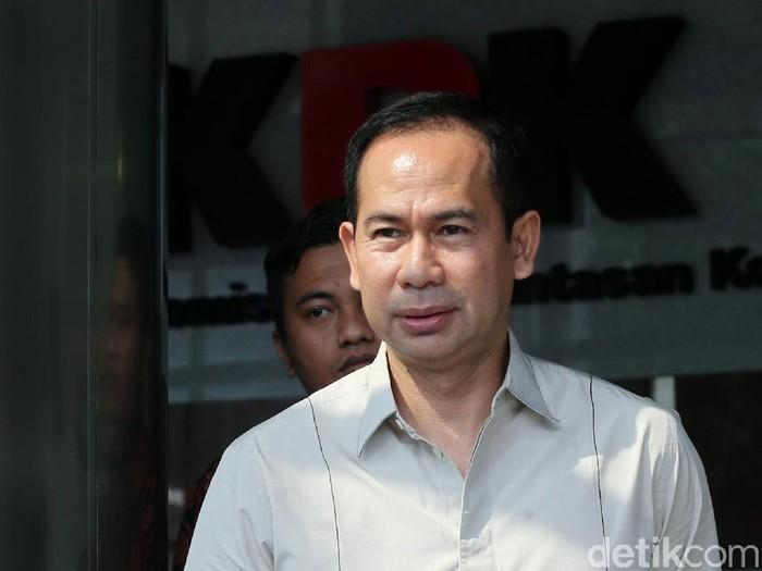 Suami Wali Kota Tangerang Selatan Airin Rachmi Diany, Tubagus Chaeri Wardana, saat menjalani pemeriksaan di KPK beberapa waktu lalu. (Ari Saputra/detikcom)