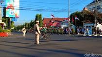 Dikira Karnaval, Polisi di Kediri Beri Layanan dengan Baju Pejuang
