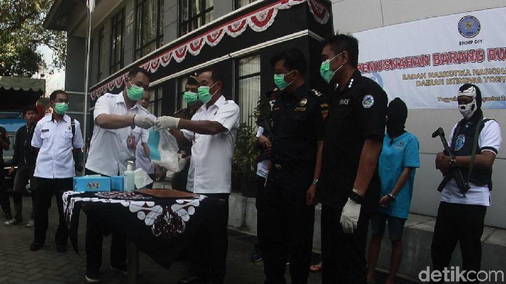 BNNP DIY Musnahkan Sabu-sabu 1,1 Kg Asal Thailand