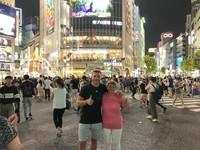Traveling ke Tokyo bersama sang ibu. Mereka berfoto di Shibuya Crossing (poldi_official/Instagram)