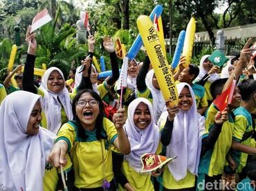 Keceriaan anak-anak saat menyaksikan pawai obor Asian Games 2018. (Foto:Pradita Utama/detikcom)
