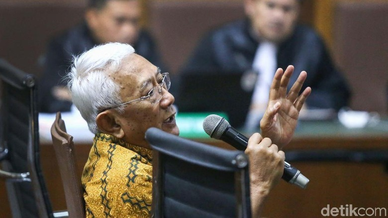 Eks Mensesneg Bambang Kesowo Bersaksi di Sidang BLBI
