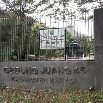 Pagar depan Gedung Juang 45