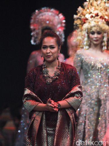 Desainer kebaya pengantin Kahiyang Ayu, Vera Kebaya.