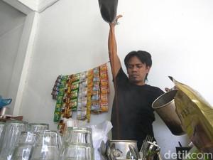Ini Cara Barista Warung Kopi Aceh Meracik Kopi Enak