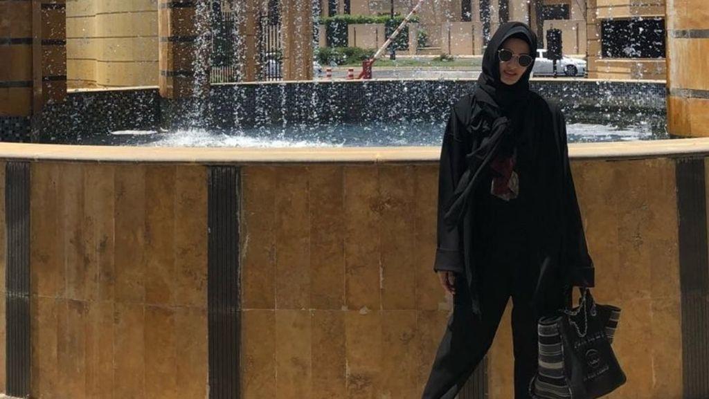Naik Haji dan Pakai Hijab, Nia Ramadhani Bikin Pangling